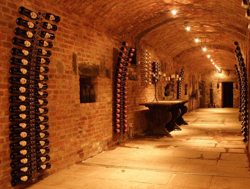 Cantina vino for Arredamento cantina